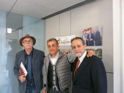 Eudald Carbonell junto a Luis  Miguel Hernández y José Mª Rodríguez-Ponga en la sede de la Fundación Atapuerca
