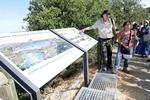 El sendero botánico de la sierra de Atapuerca se completa con una pasarela y un nuevo tramo