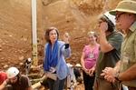 S.M. la Reina Doña Sofía preside el Patronato de la Fundación Atapuerca y visita los yacimientos