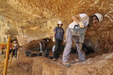 Mujeres trabajando en el yacimiento de Galería