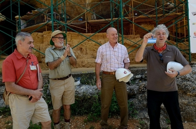 Juan Antonio Corbalán con los tres codirectores de Atapuerca