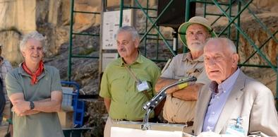 Santiago Jiménez con los tres codirectores de Atapuerca