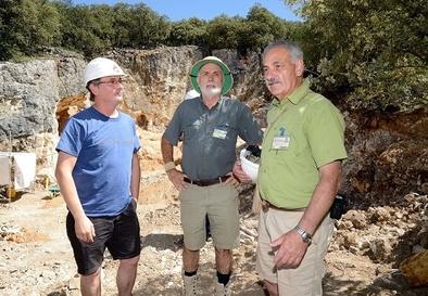 Andoni Luis Aduriz, Eudald Carbonell y José María Bermúdez de Castro en Cueva Fantasma (sierra de Atapuerca)