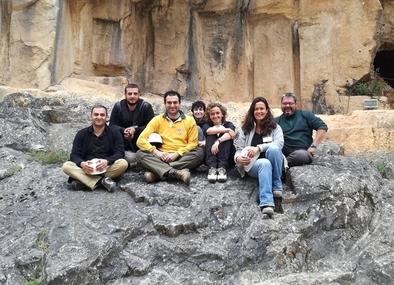Los investigadores georgianos participantes en la campaña de Atapuerca 2017, junto con colegas españoles que se desplazaron a Georgia en intercambios anteriores.