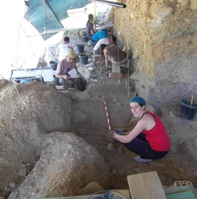 Anna Rufà en el yacimiento de Molí del Salt (Vimbodí i Poblet, Tarragona)