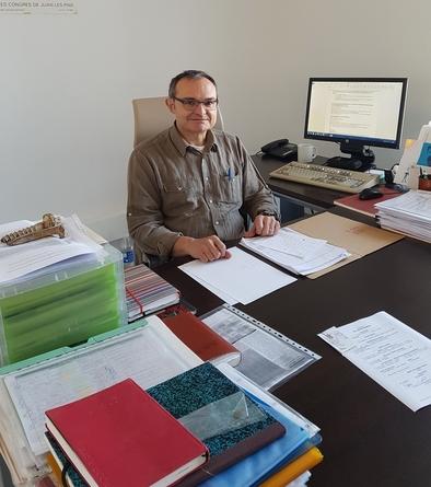 Xosé Pedro Rodríguez en su despacho del IPHES.