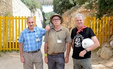 Los codirectores del Proyecto Atapuerca de izquierda a derecha: José María Bermúdez de Castro, Eudald Carbonell y Juan Luis Arsuaga durante la campaña de excavaciones 2018