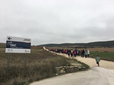 El viento y el frío no fue excusa para los cientos de personas que participaron en la tradicional Marcha a pie a los yacimientos.