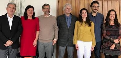 Yuliet Quintino (tercera por la derecha), con los directores y el tribunal de su tesis.