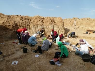 Miembros del equipo de Ain Hanech excavando en Ain Boucherit