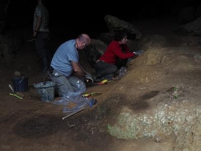 Campaña de excavaciones en la cueva de Amalda, financiada por la Diputación Foral de Gipúzcoa.