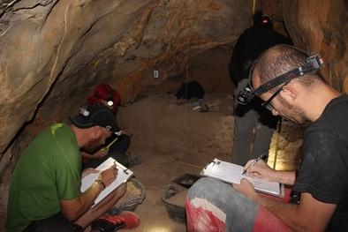 Cova dels Tritons (Senterada, Lleida)