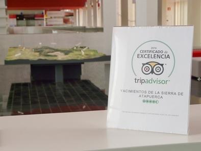 Cartel del Certificado de Excelencia de TripAdvisor, ubicado en el CAYAC
