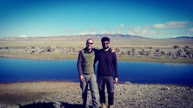 Aitor Burguet-Coca y Arturo Cueva-Temprana, durante la campaña de prospecciones y excavaciones en Altai (Mongolia) en septiembre de 2018.