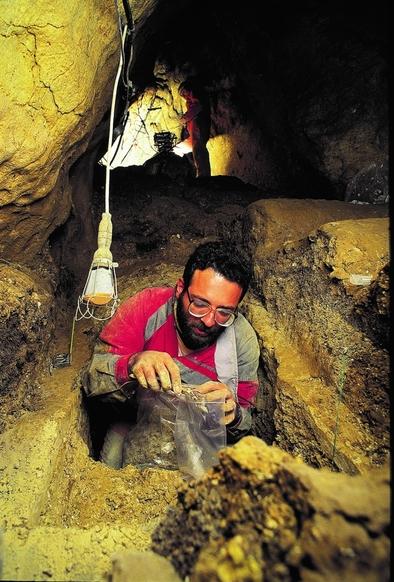 Pepe Cervera, en la Sima de los Huesos (sierra de Atapuerca).